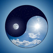 Ying und Yang mit Sonne und Mond